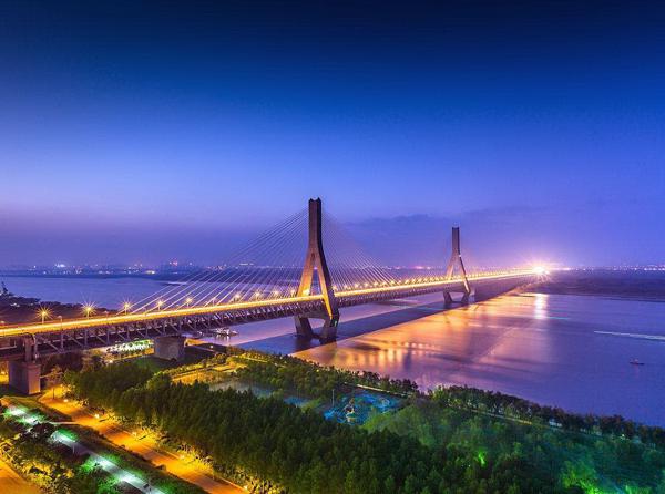 武汉天兴洲公铁两用大桥(跨堤处加固)